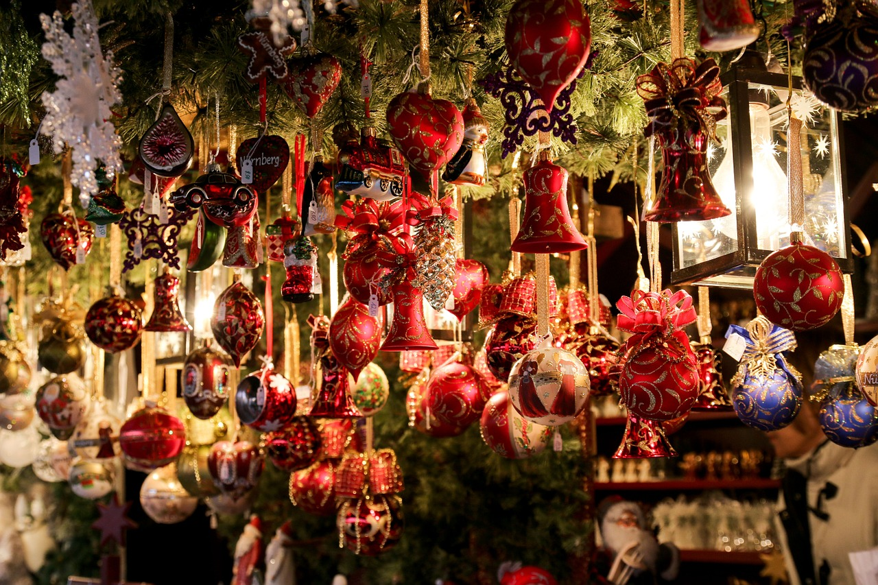 5 Places To Get Cheap Christmas Decorations