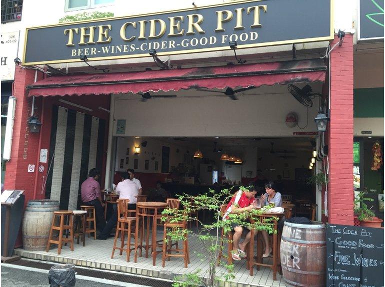 Image Credits: hungrygowhere.com/singapore/The_Cider_Pit