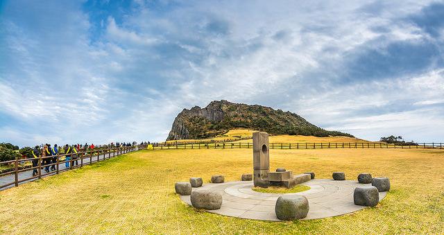 (Sunrise Peak Jeju, UNESCO World Natural Heritage Site, by Chingazo via Flickr)