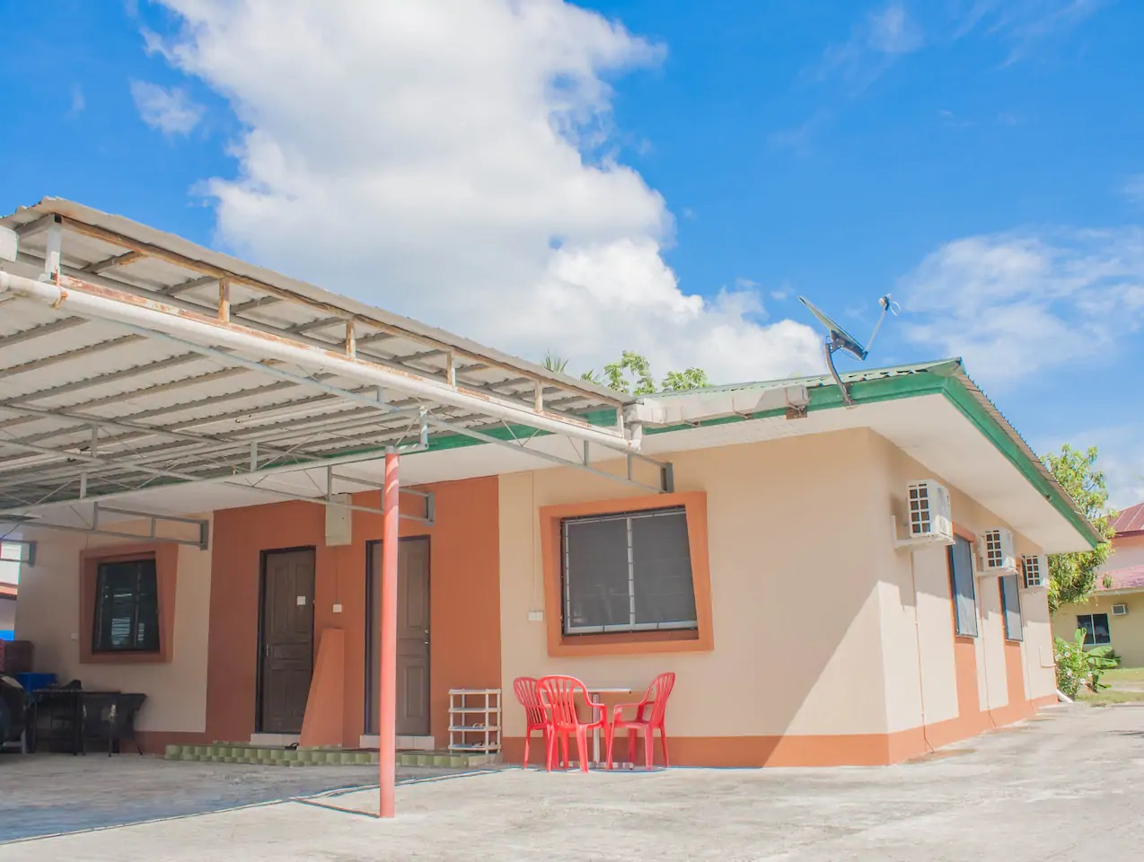 Homey bungalow for six persons