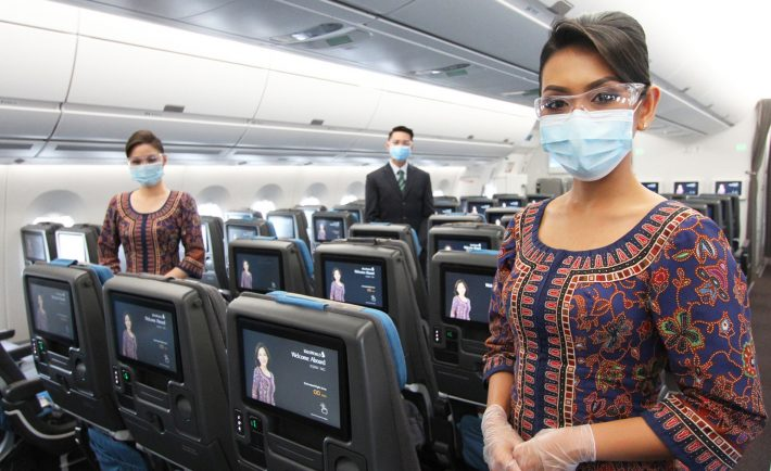 Singapore-Airlines cabin crew with masks