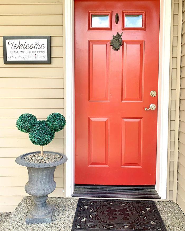 disney-themed-home-kelsey-entrance