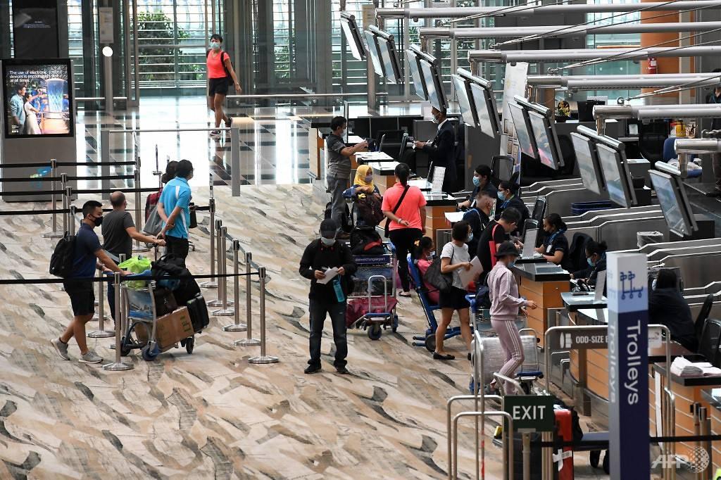 changi-airport-passengers-check-in