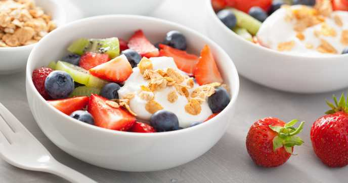 fruit-salad-with-yoghurt-and-oats