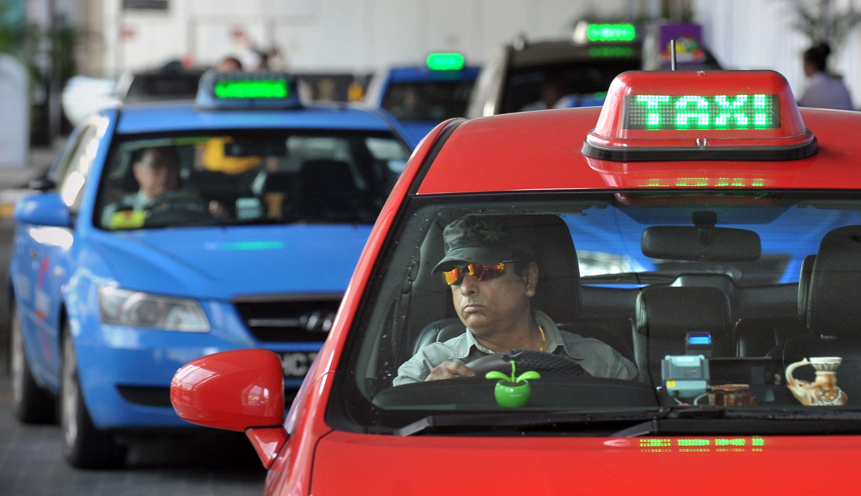 Singapore taxis in queue