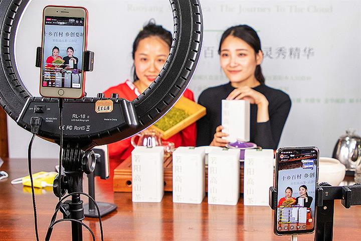 live streaming hosts using Taobao Live