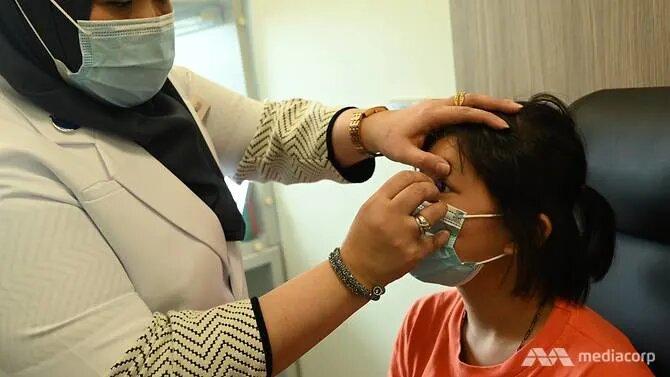 nuh-ocularist-removing-eye-prosthesis