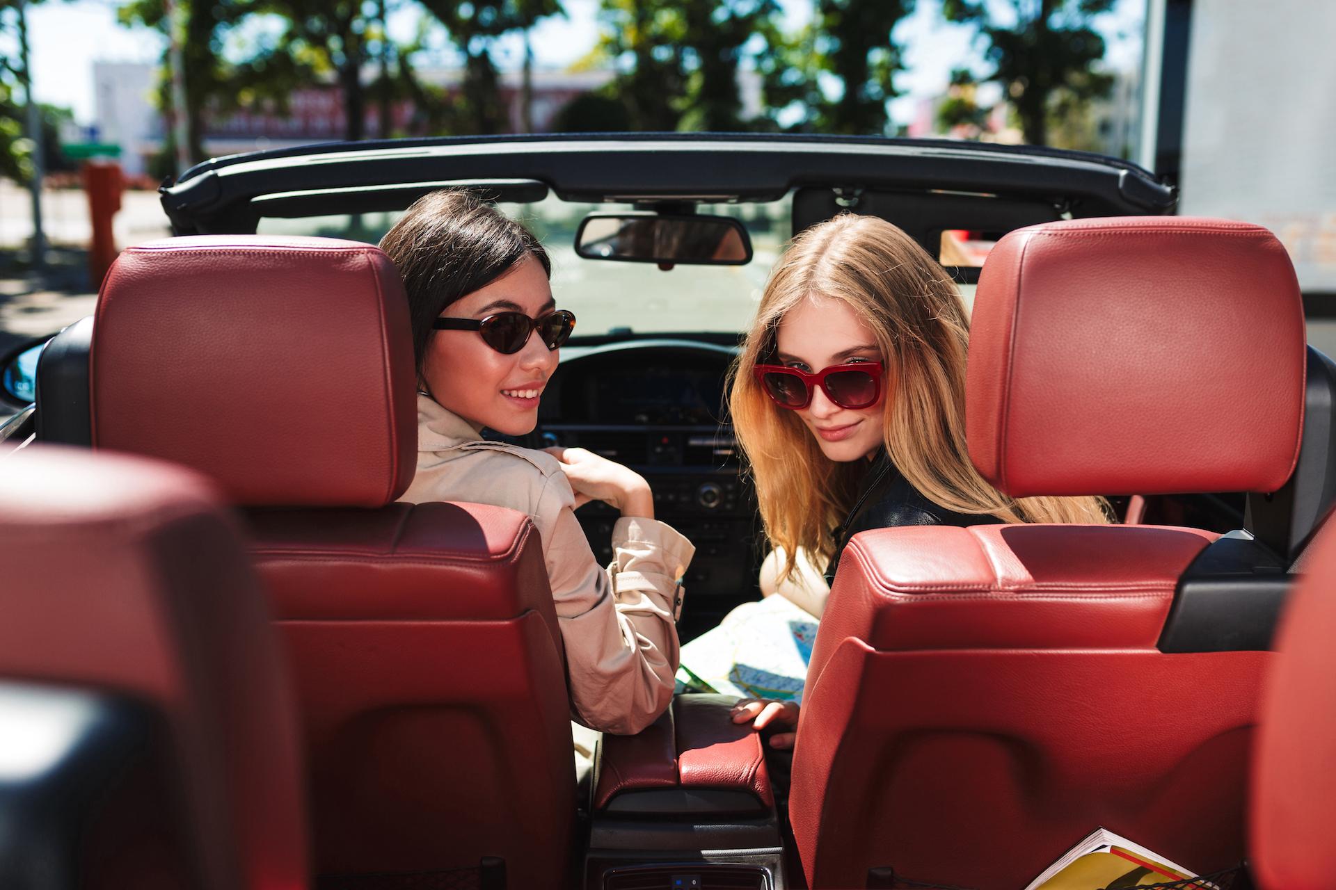 beautiful-girls-in-sunglasses-in-a-car