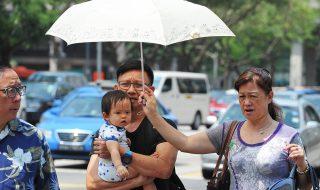 Singaporeans weathering the hot temperatures