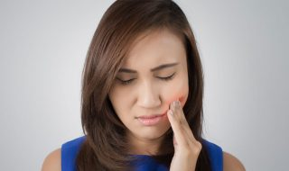 woman-with-tooth-pain