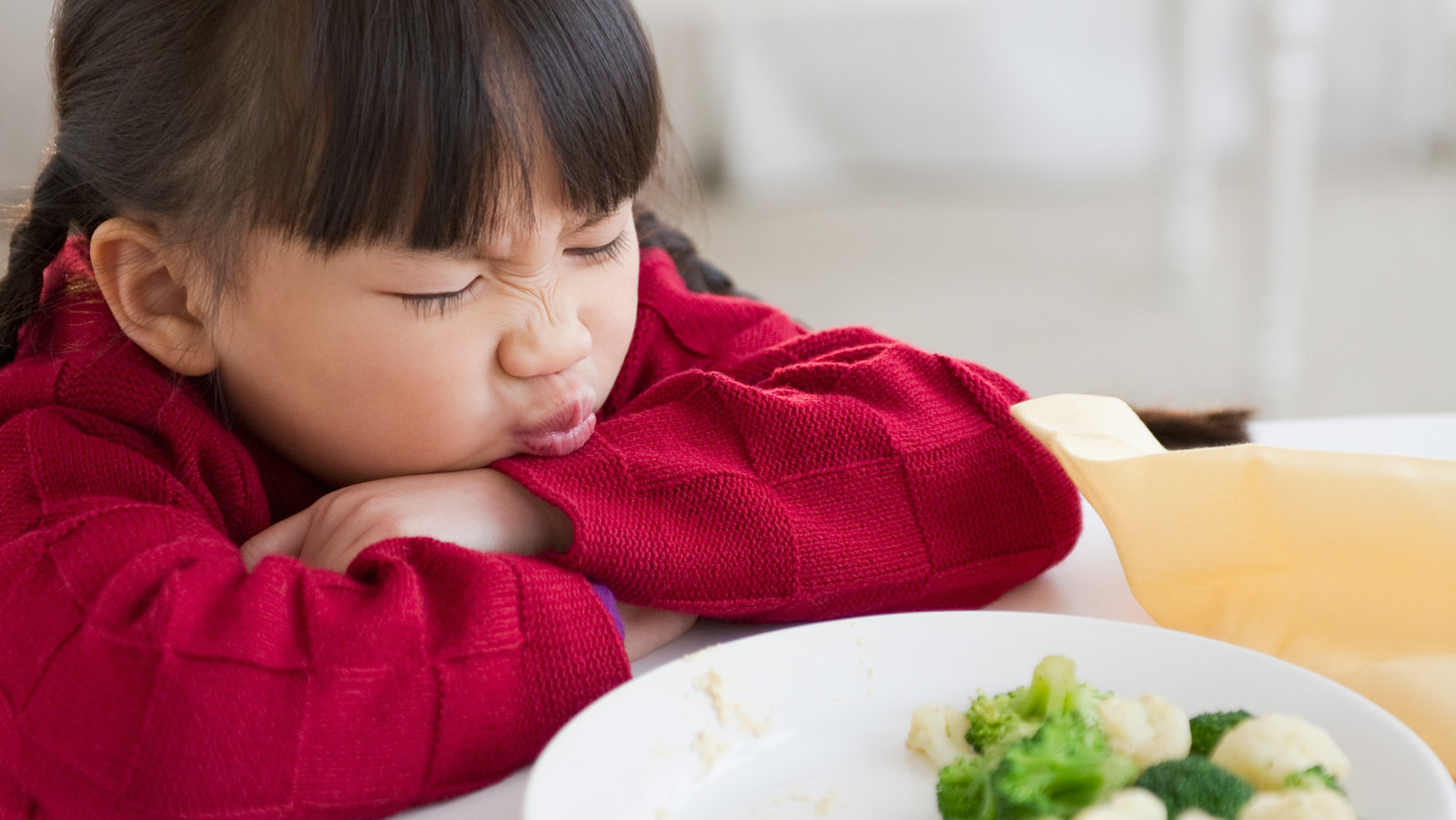 a child refusing to eat vegetables